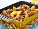 Рецепта Вкусни печени пилешки бутчета с картофи и масло на фурна и ароматни подправки - розмарин, мащерка